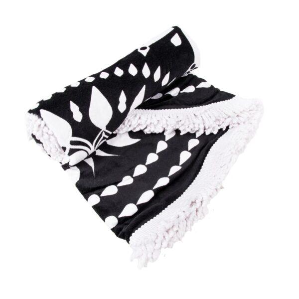 Gran toalla redonda estampado blanco y negro con flecos blancos Sternitz oferta iblevel